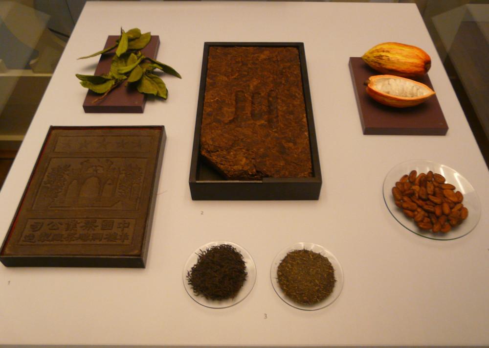 Ziegeltee und Kakaobohnen