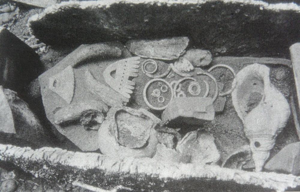 Abb. 6_ Ahnenschrein mit kalo, hokata aus Hviding 1996