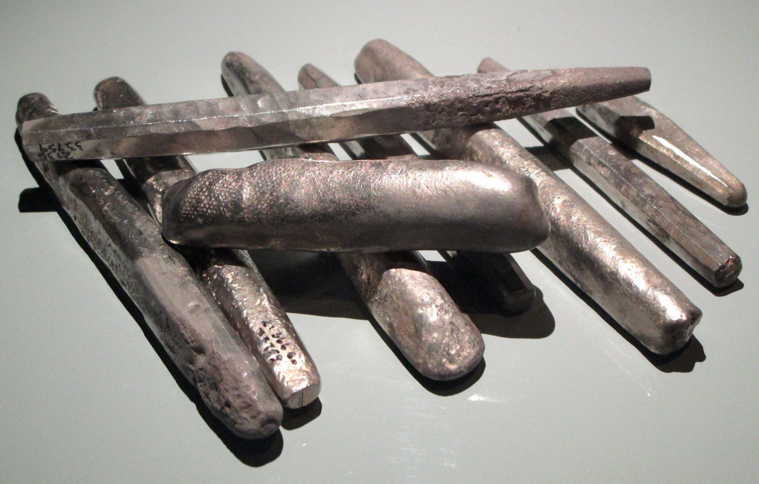 PGS 41,1 (2020) Tafel 3 Abb. 4: Gotland. Fornsal Museum in Visby. Einige Silberbarren aus dem Spillings Hort 2.