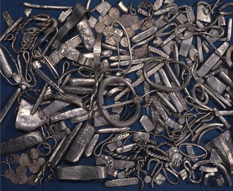 PGS 41,1 (2020) Tafel 5 Abb. 6: England: Grafschaft Lancashire: Gemeinde Cuerdale bei Preston am Ribble River. Teile des 1840 entdeckten wikingerzeitlichen Silberhortes (sog. Cuerdale Hort).